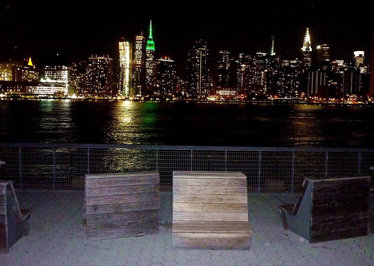 Skyline bei Nacht von Long Island City