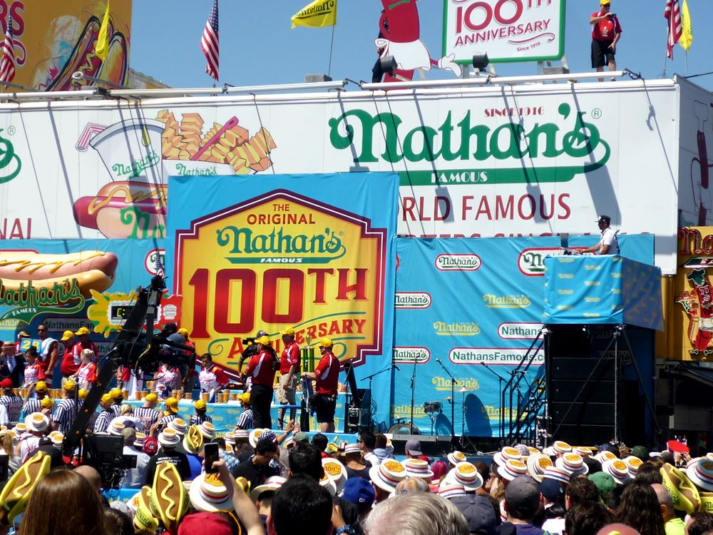 Hot Dog Eating Contest bei Nathan's