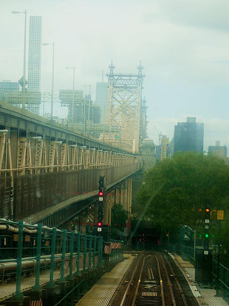 blick-aus-der-subway-auf-die-queensboro-bridge