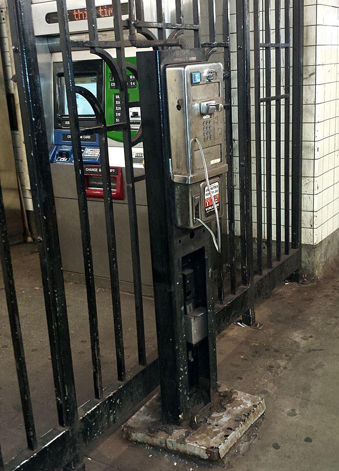 telefon-an-u-bahn-haltestelle