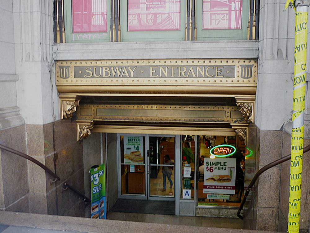 zugang-zur-subway-in-downtown-manhattan