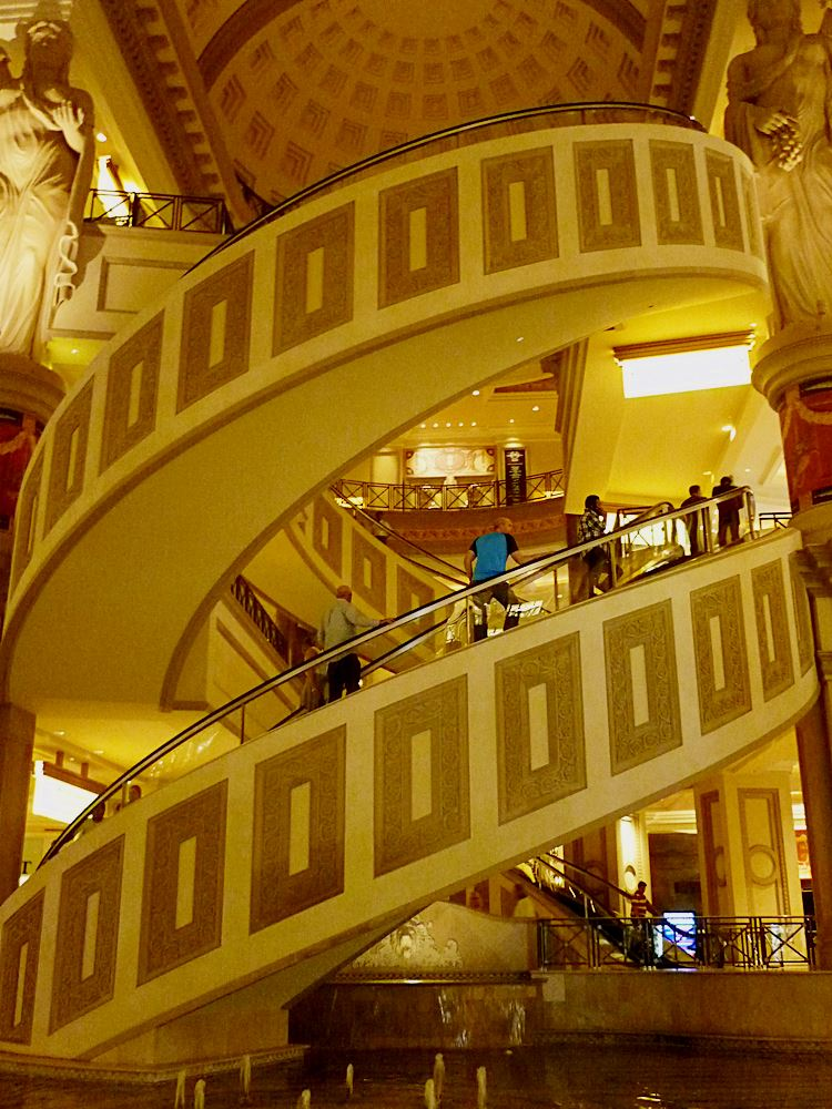 runde-rolltreppe-caesers-palace-las-vegas