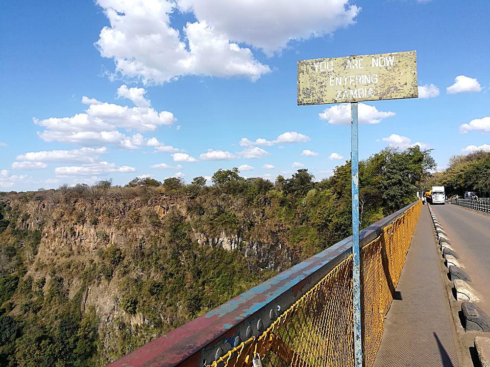 Grenzuebergang Sambia und Simbabwe