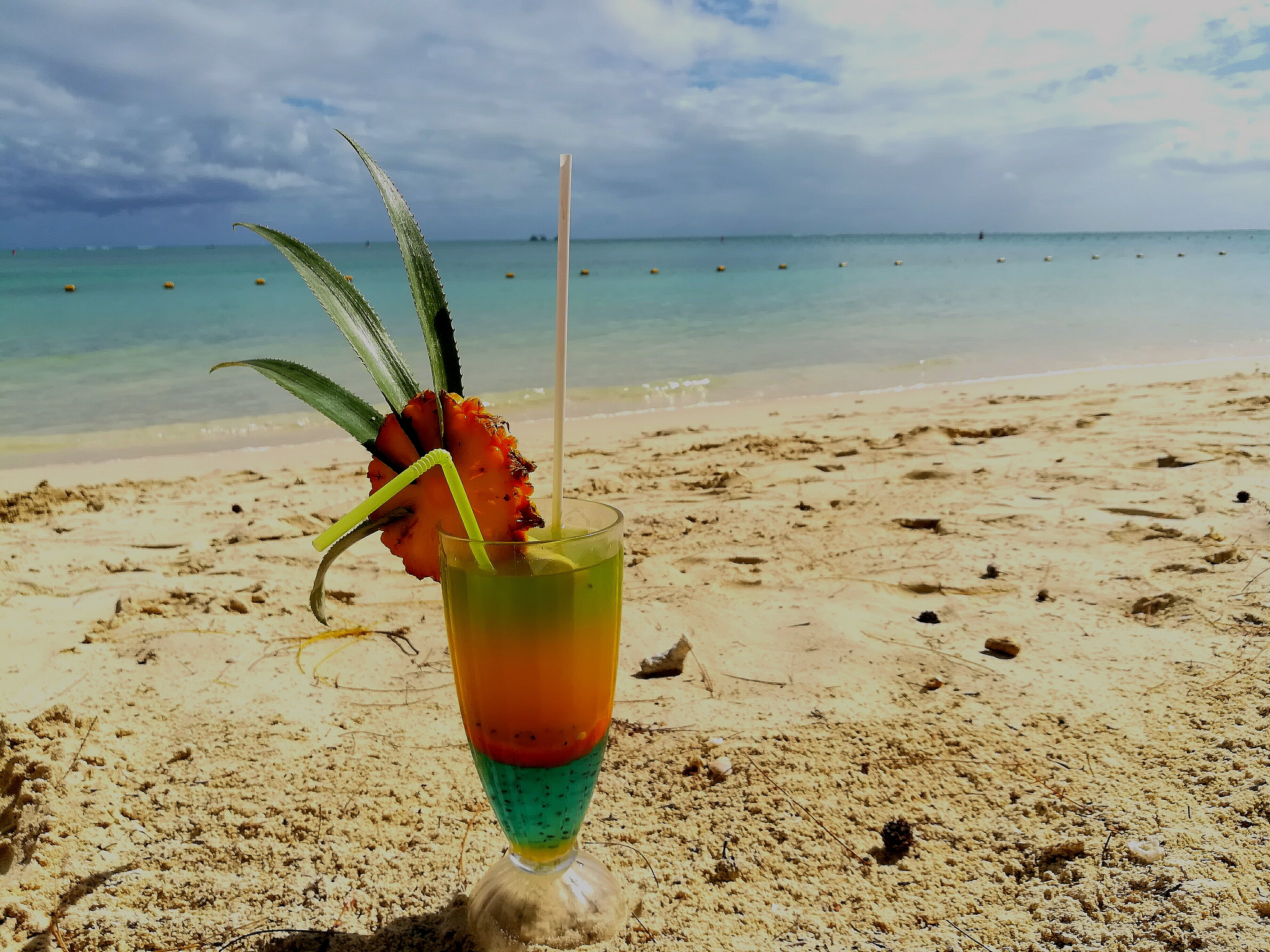 Cocktail am Strand in Mauritius