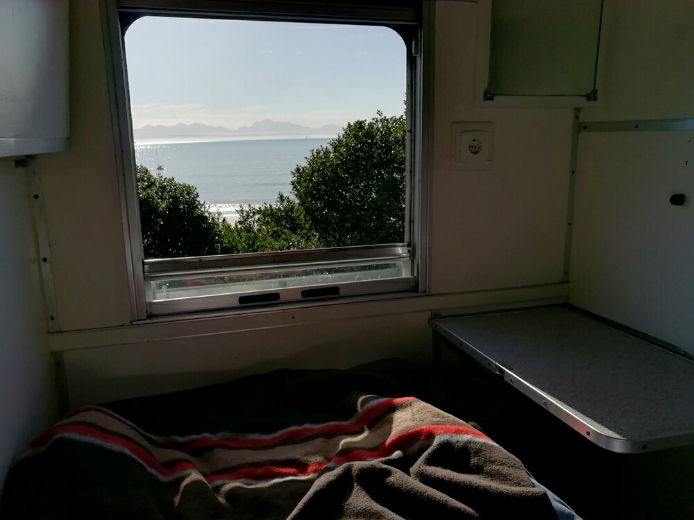 Schlafen im Zug in Afrika