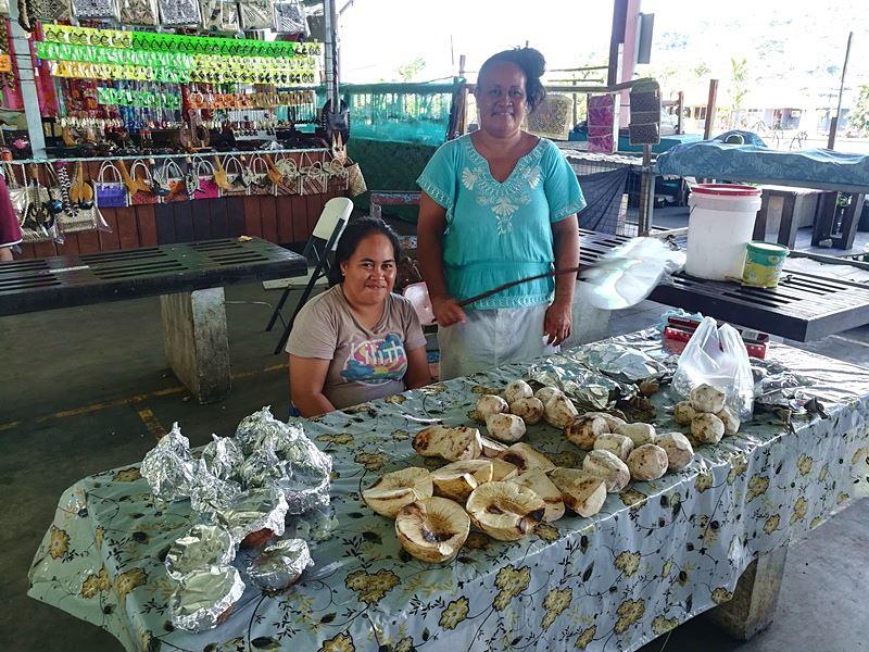 Verkauf von Taro und Brotfrucht